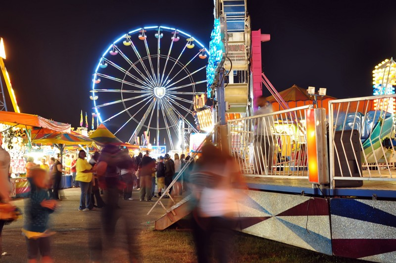 newsEngin_18737723_Carnival-at-Night-800x531