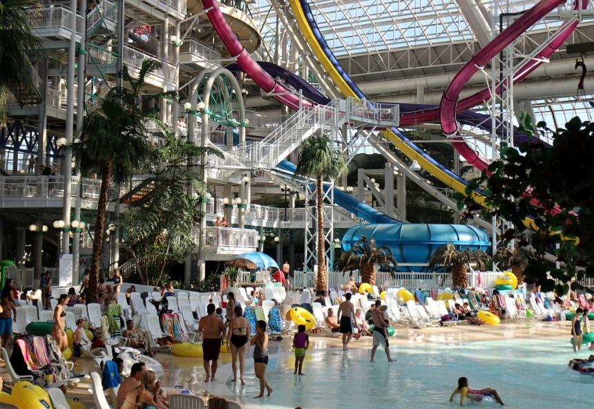 West-Edmonton-Mall-Worlds-Largest-Swim-Lesson